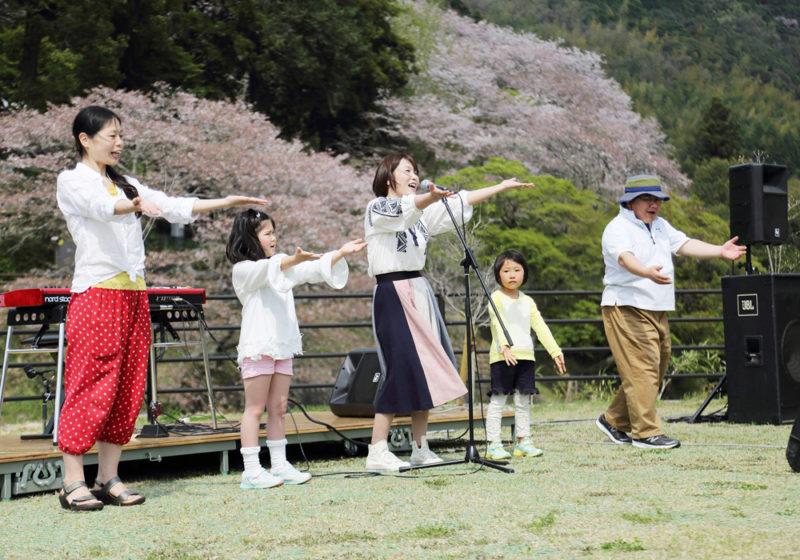 ホタルと桜まつりコンサート